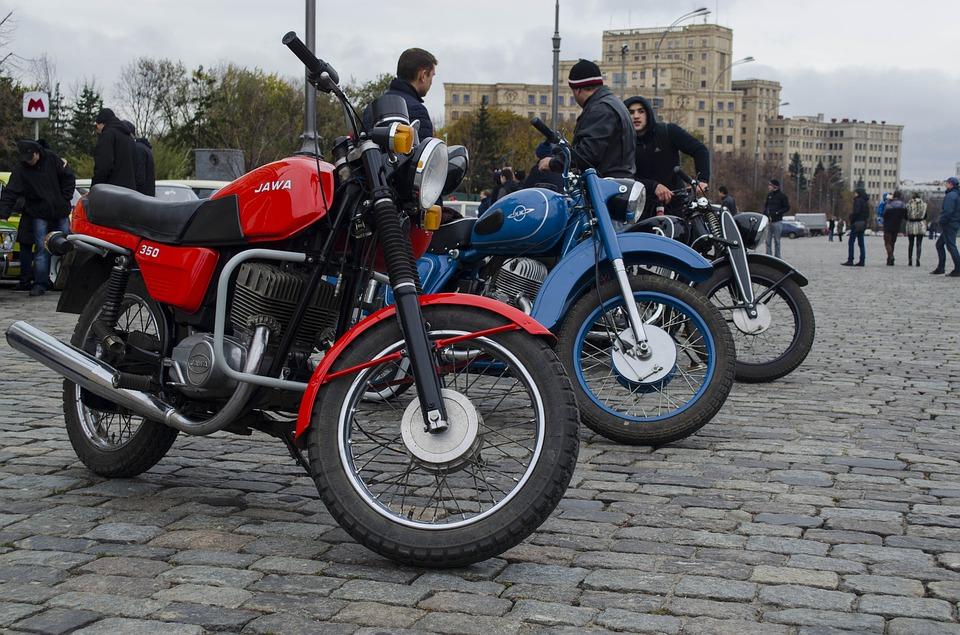 立ち並ぶバイク